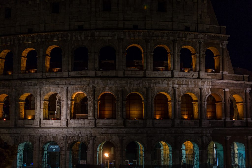 rome colosseum by night citytrip
